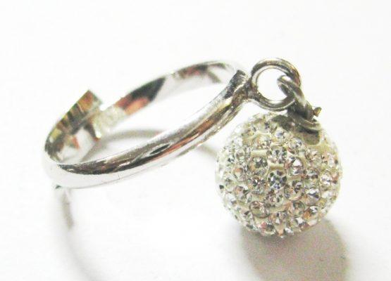 Anello in argento con pendente sfera swarovski