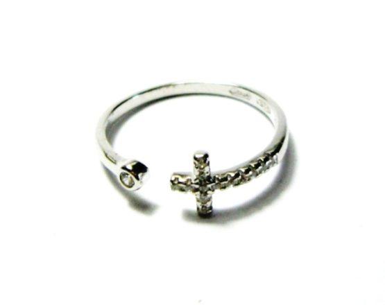 Anello in argento con croce zirconi e punto luce