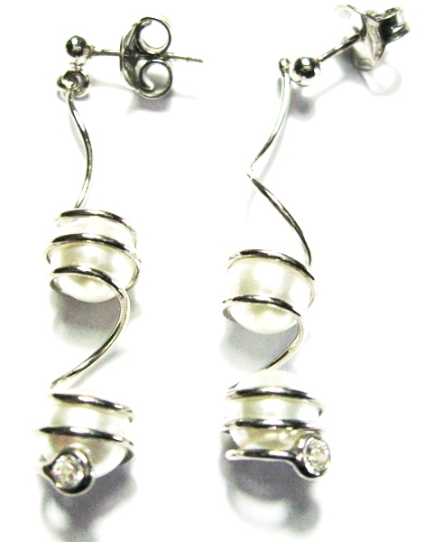 Orecchini in argento pendenti rigidi con perle e punti luce