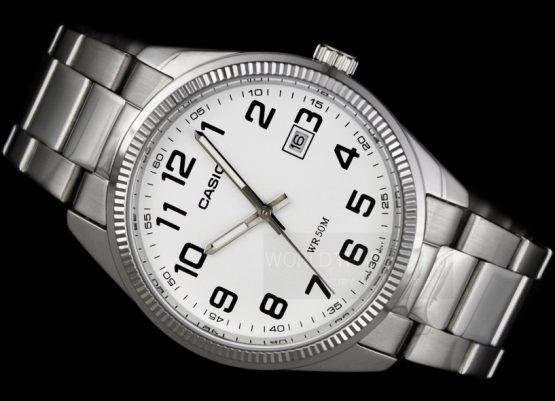 orologio casio uomo acciaio con numeri